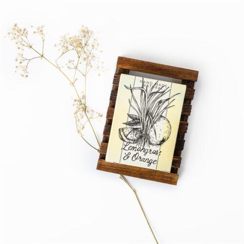 מארז שי סבון טבעי וסבוניית עץ קסם צמחים